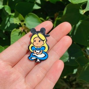 Disney Alice in Wonderland Collectable Pin